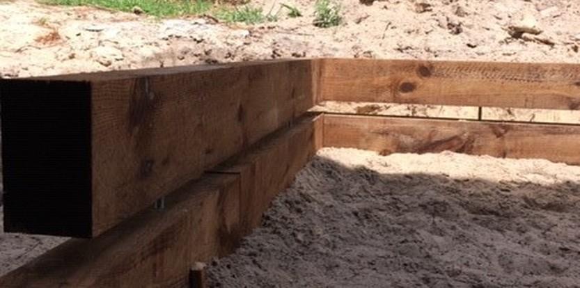 Création d'une allée de jardin avec bordure bois à Lacanau
